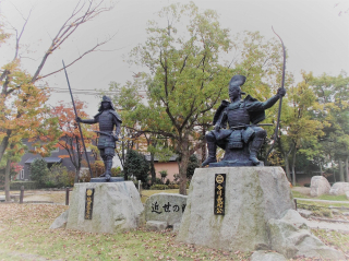 ⑮両公銅像