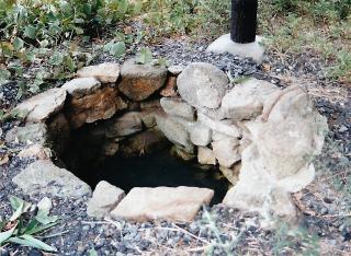 苫蔭の井戸