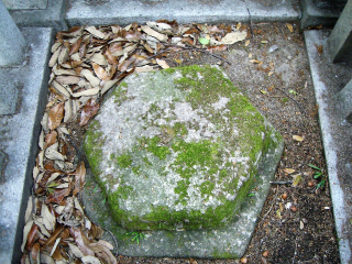 ④御棺台石